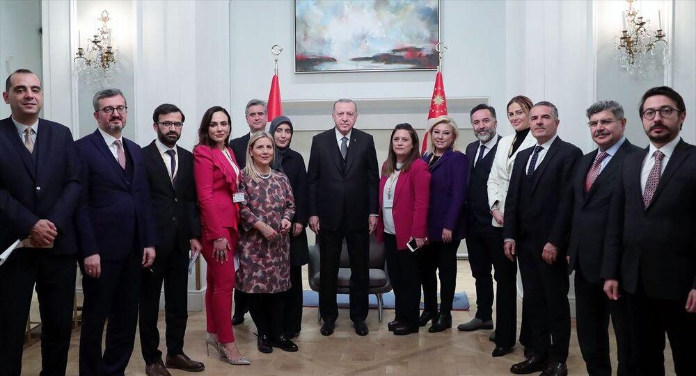 Cumhurbaşkanı Recep Tayyip Erdoğan, İngiltere'nin başkenti Londra'da kendisini takip eden Türk gazetecilerle bir araya geldi.