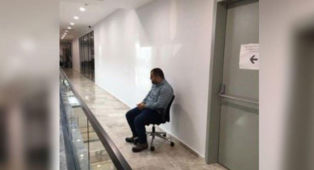 Güngören Belediyesi'nde AK Partili bir başkan yardımcısı, kendisini görüp ayağa kalkmadı diye belediye çalışanını cezalandırdı.