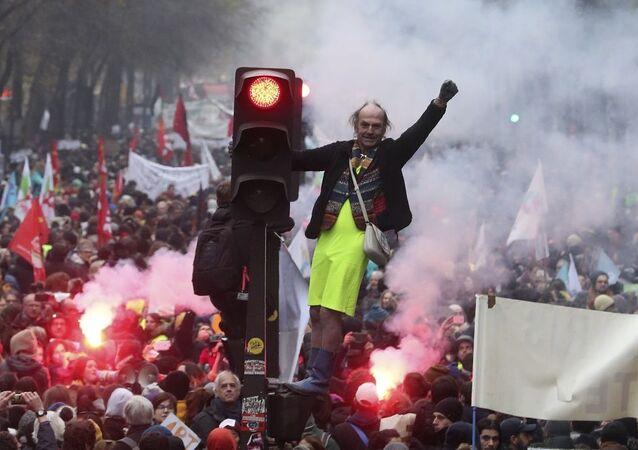 Fransa'da son yılların en büyük grevi