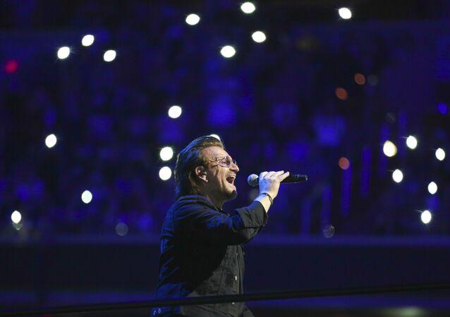 İrlandalı ünlü Rock müzik grubu U2'nin solisti Bono
