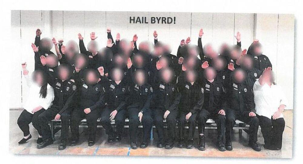 ABD'de cezaevi çalışanları 'Nazi selamı' fotoğrafı nedeniyle açığa alındı