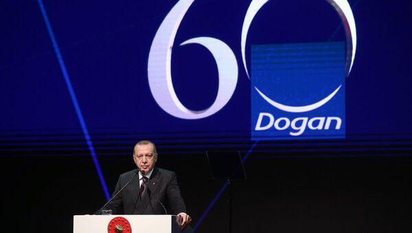 Türkiye Cumhurbaşkanı Recep Tayyip Erdoğan, İstanbul'da Doğan Grubu'nun 60. yıl dönümü gala gecesine katıldı. - Sputnik Türkiye