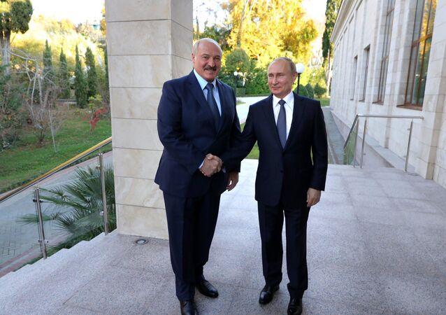 Rusya lideri Vladimir Putin ve Belaruslu mevkidaşı Aleksandr Lukaşenko