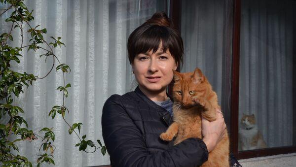 Tekirdağ'ın Süleymanpaşa ilçesinde kimliği belirsiz kişiler Rusya uyruklu bir kadının evinde beslediği kedilere ciğere zehir karıştırıp yedirdi.  - Sputnik Türkiye