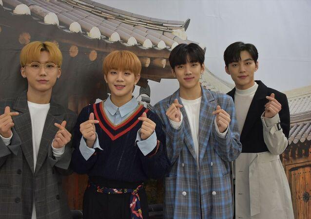 Güney Kore'nin Ankara Büyükelçiliği ile büyükelçilik bünyesinde faaliyet gösteren Kore Kültür Merkezi iş birliğiyle K-Pop Festivali düzenlendi. Festival kapsamında, Dongkiz isimli Koreli müzik grubu konser verdi. Dongkiz müzik grubu üyeleri AA muhabirine açıklamalarda bulundu.