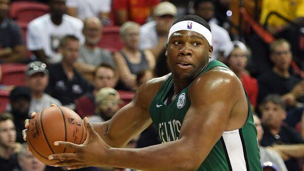 Fransız basketbolcu Guerschon Yabusele, NBA'de Boston Celtics forması giyerken - Sputnik Türkiye
