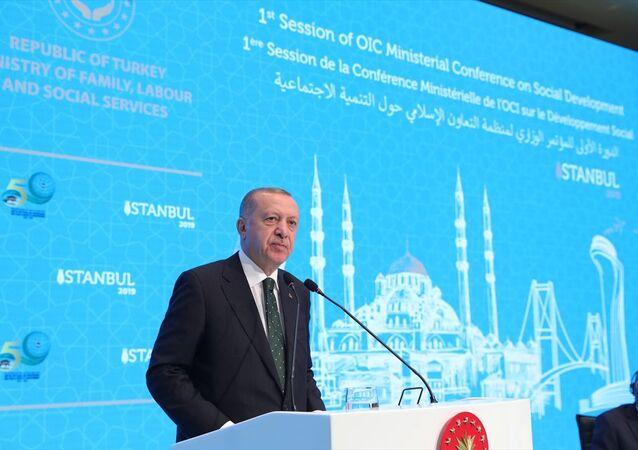 Türkiye Cumhurbaşkanı Recep Tayyip Erdoğan, İstanbul'da gerçekleştirilen İslam İşbirliği Teşkilatı Sosyal İşler Bakanları Zirvesi'ne katılarak konuşma yaptı.