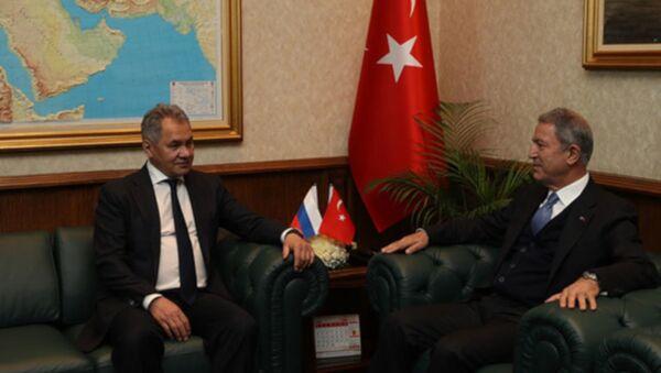 Milli Savunma Bakanı Hulusi Akar, Rusya Federasyonu Savunma Bakanı Sergey Şoygu - Sputnik Türkiye