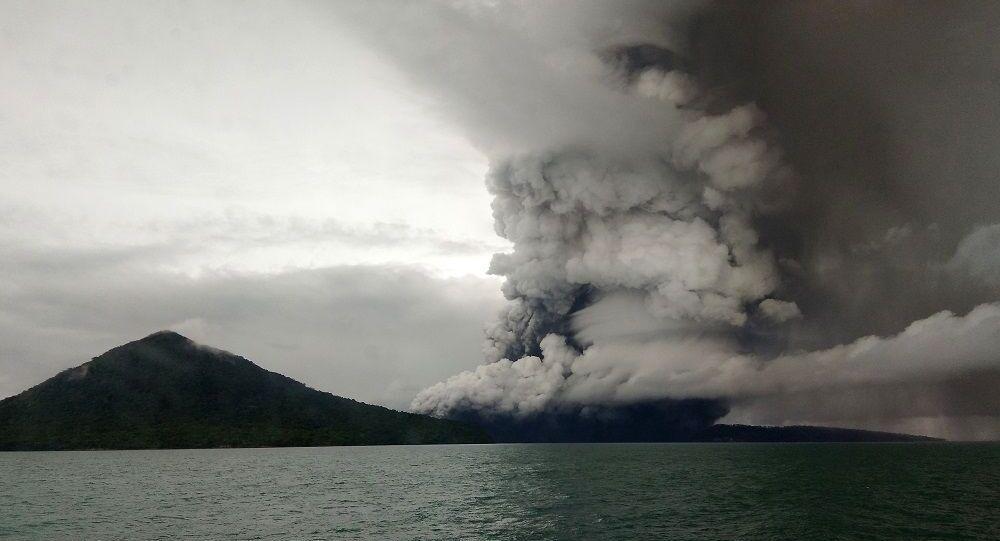 Son 25 yılın en büyük volkanik felaketlerinden biri ise 2018 yılının Aralık ayında Endonezya'da, Java ve Sumatra arasındaki Sunda Boğazı'ndaki küçük bir ada olan Anak Krakatoa yanardağında yaşandı. Harekete geçen yanardağ kraterinin bir bölümünün okyanusa akması sonucu tsunami meydana geldi. Felaket sırasında 420 kişi yaşamını yitirdi, 7200 kişi yaralandı.