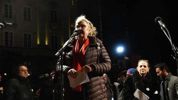 İsveçli gazeteci Doctare, Peter Handke'ye tepki olarak Nobel madalyasını iade ediyor - Sputnik Türkiye