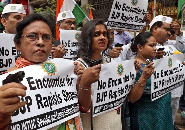 Hindistan'da tecavüz karşıtı gösteriler
