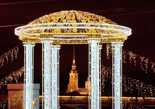 Saray Köprüsü'nün ışıklandırılması.