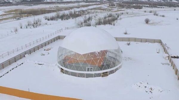 Yakutistan'da bir aile dev kubbe altındaki eve yerleşti - Sputnik Türkiye