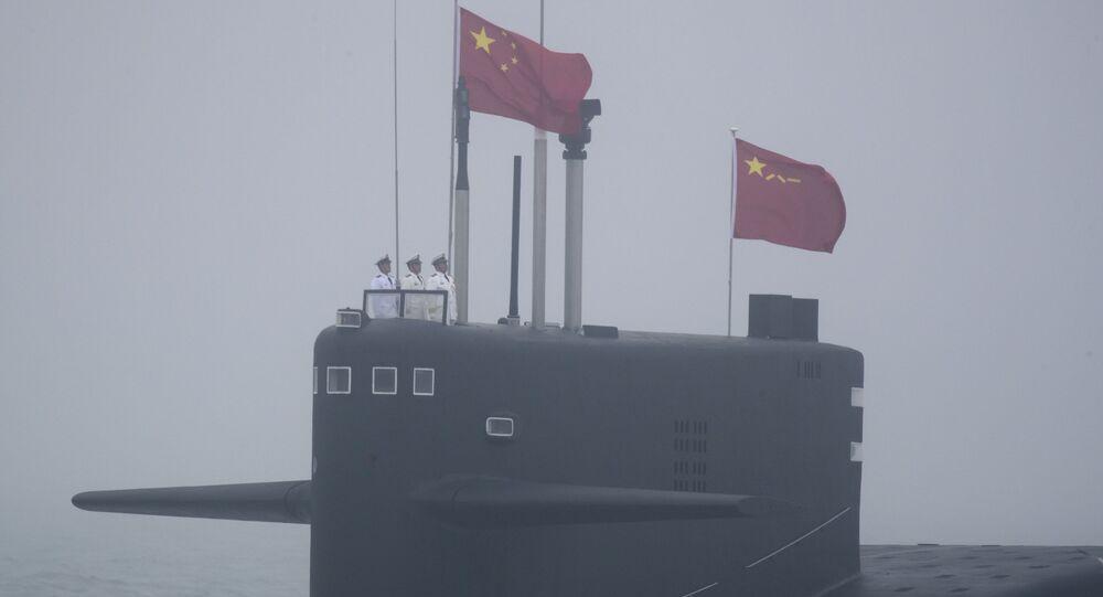 Çin donanması şu anda bir uçak gemisi, üç indirme gemisi, 25 destroyer, 42 fırkateyn, 8'i nükleer olmak üzere yaklaşık 50 denizaltına sahip bulunuyor.