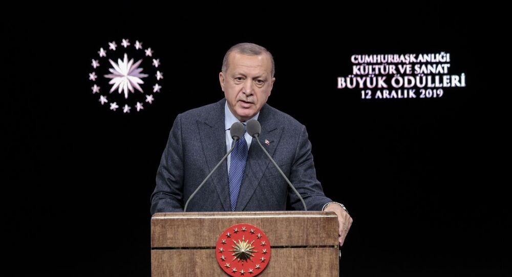 Türkiye Cumhurbaşkanı Recep Tayyip Erdoğan, Beştepe Millet Kongre ve Kültür Merkezi'nde düzenlenen Cumhurbaşkanlığı Kültür Sanat Büyük Ödülleri Töreni'ne katıldı