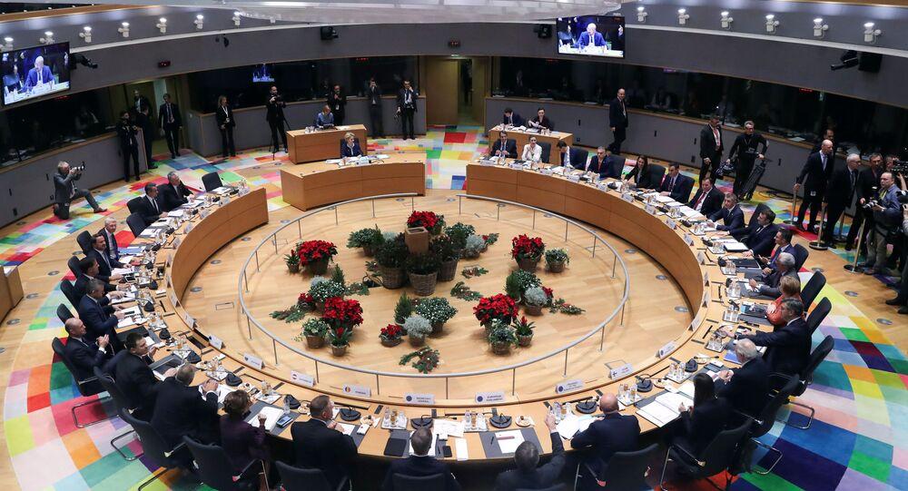Avrupa Birliği (AB) üyesi 27 ülkenin lideri, iklim, bütçe, ekonomi ve Brexit gibi konuları görüşmek için Brüksel'de iki günlük zirve için bir araya geldi.