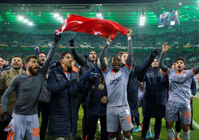 UEFA Avrupa Ligi J Grubu son maçında Alman ekibi Borussia Mönchengladbach ile deplasmanda oynayan Medipol Başakşehir,maçı 2-1 önde tamamlayarak son 32 turuna yükseldi