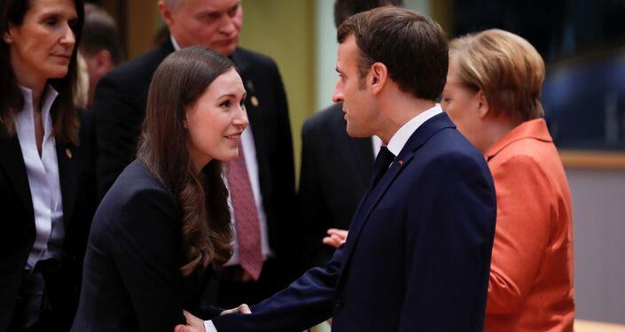 Finlandiya'nın yeni Başbakanı Sanna Marin, bu unvanla ilk resmi AB Zirvesi'ne katıldı. Zirvede Marin ile benzer zirvelerde diğer liderlerle 'bromance' kareleriyle sık sık gündeme gelen Fransa Cumhurbaşkanı Emmanuel Macron arasındaki samimi anlar objektiflere böyle yansıdı.