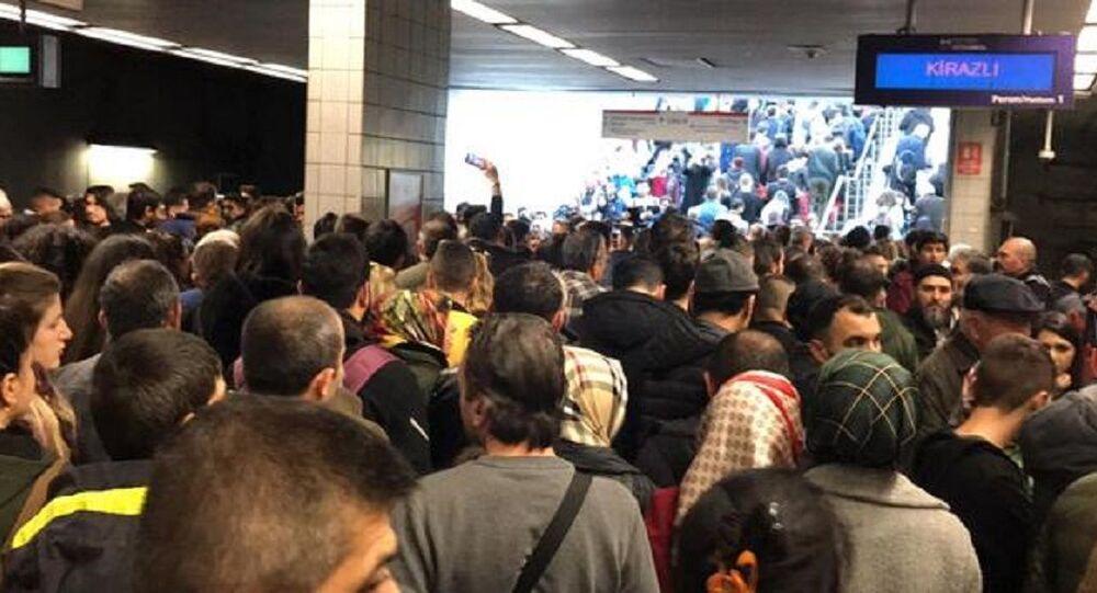 İstanbul'da metro seferleri aksadı
