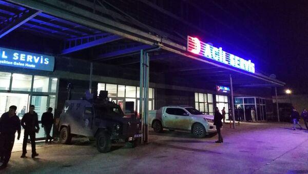 112 Acil Servis ekiplerince Suruç Devlet Hastanesine kaldırılan yaralılardan Yaşar ve Salih Ateş, müdahalelere rağmen kurtarılamadı - Sputnik Türkiye