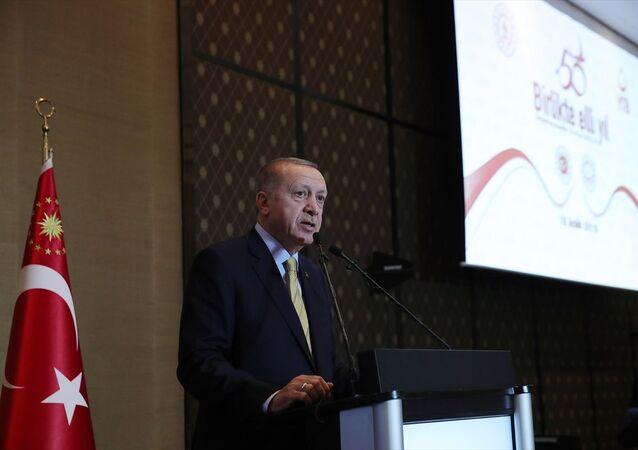 Türkiye Cumhurbaşkanı Recep Tayyip Erdoğan, İsviçre'ye göçün 50. yılı vesilesiyle düzenlenen etkinliğe katılarak konuşma yaptı.