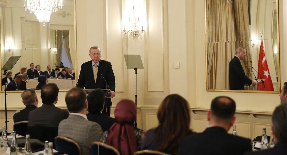 Türkiye Cumhurbaşkanı Recep Tayyip Erdoğan, Küresel Mülteci Forumu'na katılmak üzere geldiği Cenevre'de Uluslararası Demokratlar Birliği Avrupa temsilcilerini kabul etti.