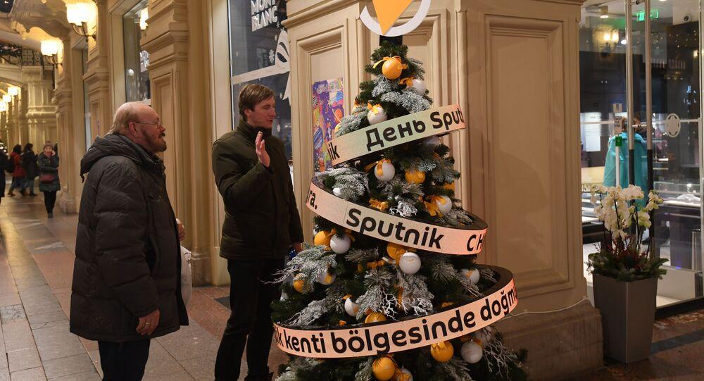Moskova'da GUM'da Sputnik Yılbaşı ağacı