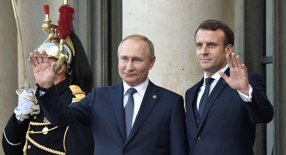 Emmanuel Macron ve  Vladimir Putin