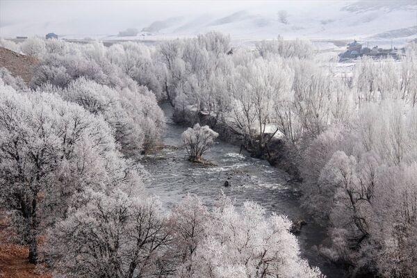 Munzur Dağları arasında yer alan 1500 rakımdaki Ovacık'ta, hava sıcaklığı gece sıfırın altında 5 dereceye kadar düştü. - Sputnik Türkiye