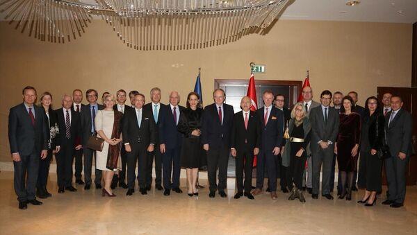 CHP Genel Başkanı Kemal Kılıçdaroğlu, Avrupa Birliği (AB) Türkiye Delegasyonu Başkanı Büyükelçi Christian Berger ve AB üyesi ülkelerin büyükelçileri ile bir araya geldi. - Sputnik Türkiye