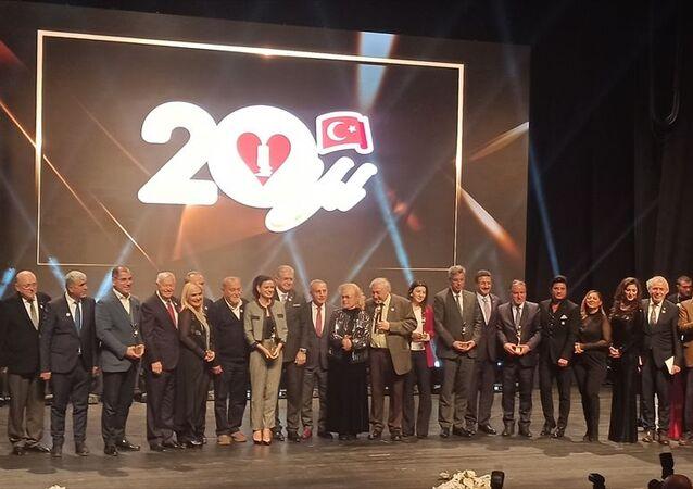 Türkiye Sigarayla Savaş Derneği tarafından bu yıl 20'ncisi düzenlenen İnsanlığın Gerçek Dostları Ödül Töreninde, sigarayla savaşanlar ödüllendirildi. Türkiye Sigarayla Savaş Derneği Başkanı Doç. Dr. Mustafa Aydın, törenin açılış konuşmasını yaptı.