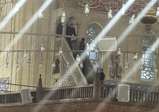Edirne'de cuma namazı saati öncesi tarihi Selimiye Camii'ne giren Okan T., minbere çıkıp, Bu cami bana ait. Buradan inmeyeceğim dedi. Gelen polislerin minberden indirdiği Okan K., ifadesi alınmak üzere emniyete götürüldü.