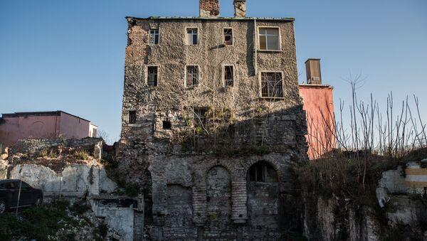 Cağaloğlu'ndaki yıkık dökük binanın her katı farklı döneme ait: Roma, Bizans, Osmanlı, Cumhuriyet - Sputnik Türkiye