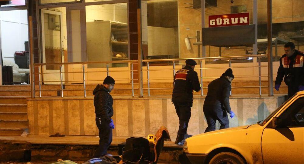 Kastamonu'nun Taşköprü ilçesinde iki aile arasında çıkan silahlı kavgada 3 kişi öldü, 2 kişi yaralandı.