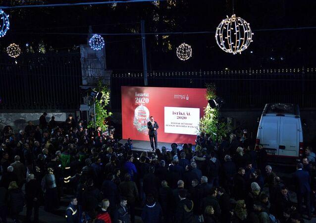 Beyoğlu Belediye Başkanı Haydar Ali Yıldız, Beyoğlu Belediyesi'nin İstiklal Caddesi'ndeki 2020 vizyonunu Galatasaray Meydanı'nda açıkladı.