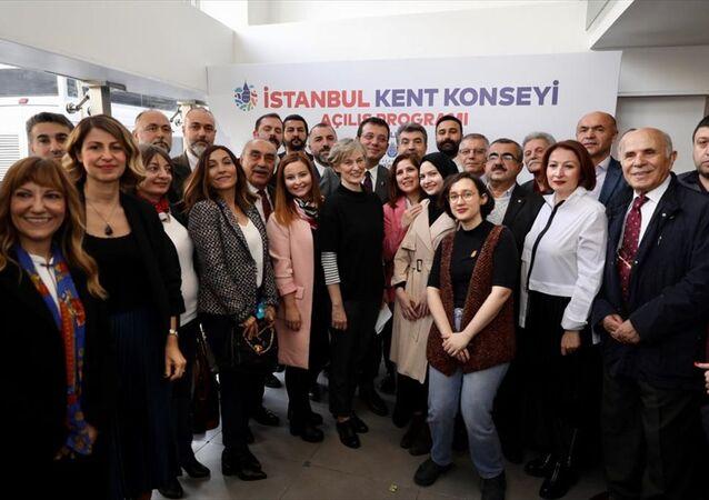 İstanbul Büyükşehir Belediye Başkanı Ekrem İmamoğlu, Saraçhane'de daha önce Gençlik Merkezi olarak kullanılan binanın tahsis edildiği İstanbul Kent Konseyi'nin açılışına katıldı.