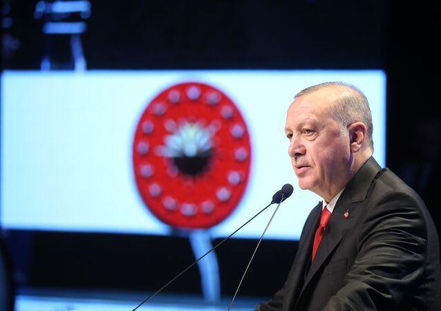 Türkiye Cumhurbaşkanı Recep Tayyip Erdoğan, Haliç Kongre Merkezi'nde düzenlenen 2019 Necip Fazıl Ödülleri Töreni'ne katıldı.