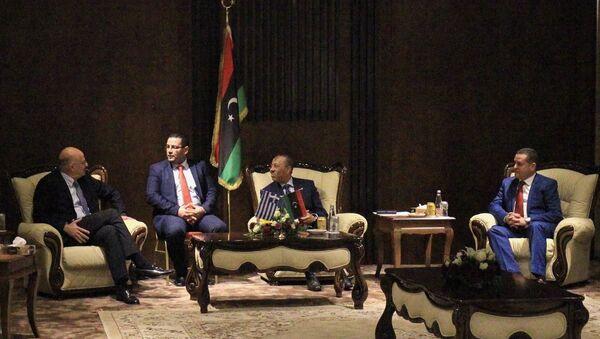 Yunanistan Dışişleri Bakanı Nikos Dendias, Libya Başbakanı Abdullah el Thani ve Dışişleri Bakanı Abdulhadi el-Havic ile görüştü - Sputnik Türkiye