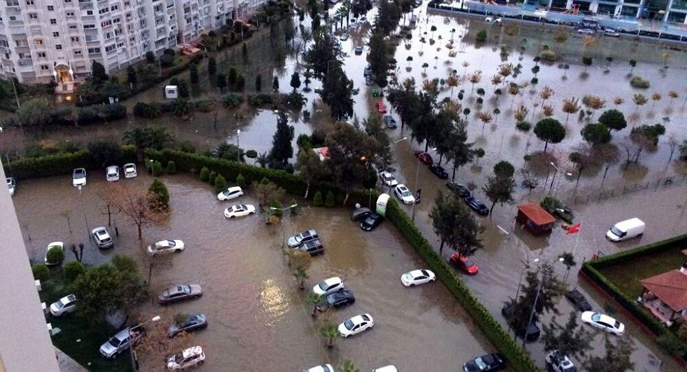 İzmir'de sağanak