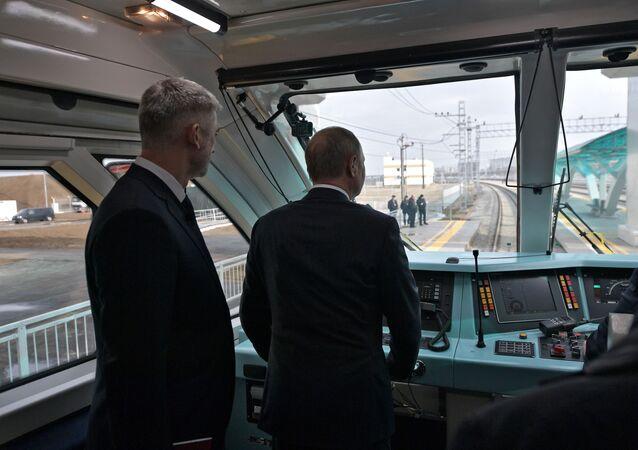 Putin Kırım Köprüsü'nün trenyolu kısmını açtı