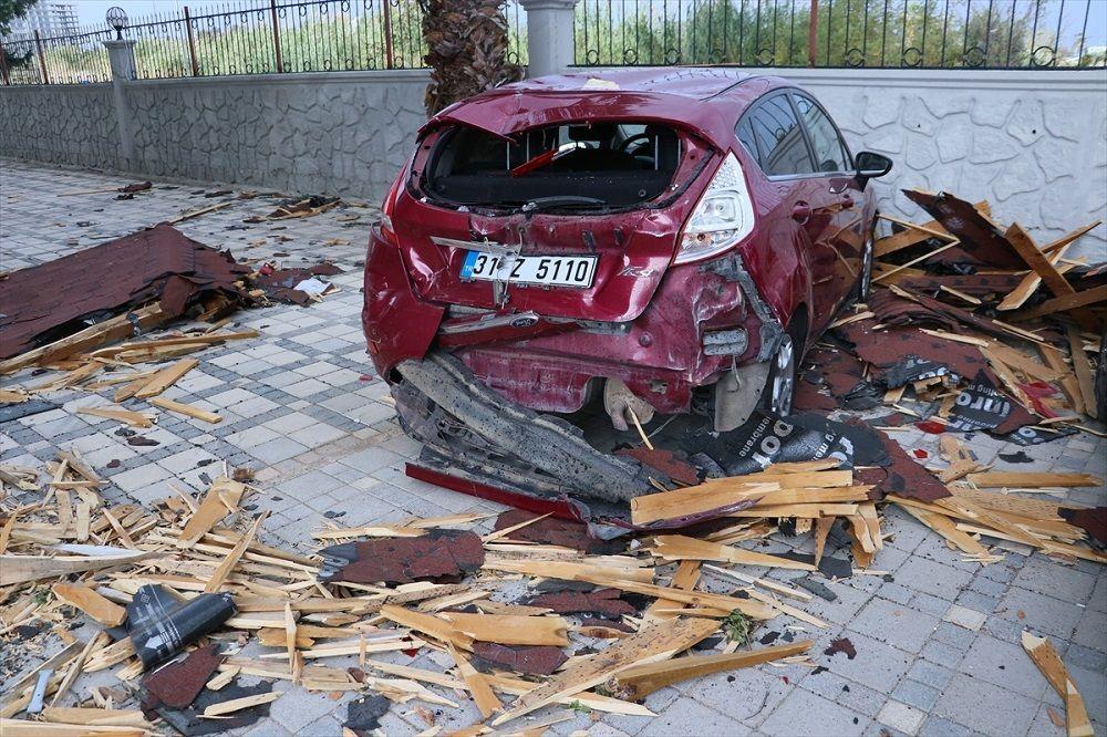 Araç ve bina sakinlerinin şikayeti üzerine müteahhit, ifadesine başvurulmak üzere İskenderun İlçe Emniyet Müdürlüğüne götürüldü.