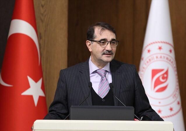 Enerji ve Tabii Kaynaklar Bakanı Fatih Dönmez, Enerji Bakanlığı konferans salonunda gerçekleştirilen Enerji Tüketici Zirvesi'ne katılarak konuşma yaptı.