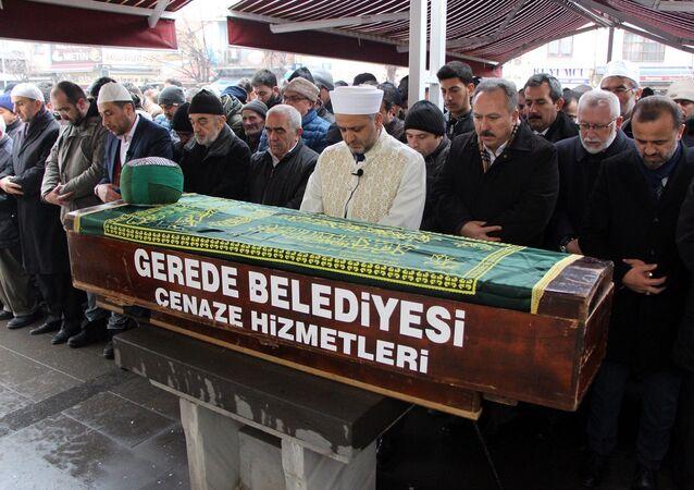103 yaşında ölen din adamının cenaze törenine 3 bin kişi katıldı
