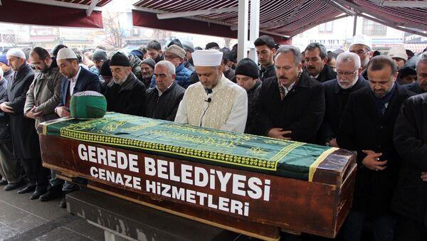 103 yaşında ölen din adamının cenaze törenine 3 bin kişi katıldı - Sputnik Türkiye