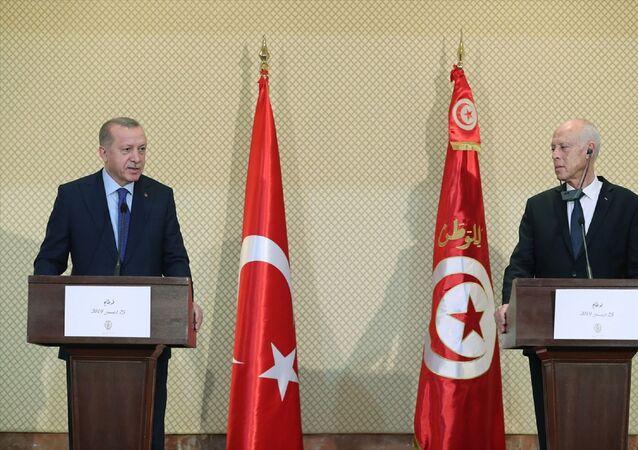 Türkiye Cumhurbaşkanı Recep Tayyip Erdoğan, Tunus Cumhurbaşkanı Kays Said ile görüşmeler sonrası ortak basın toplantısı düzenledi.