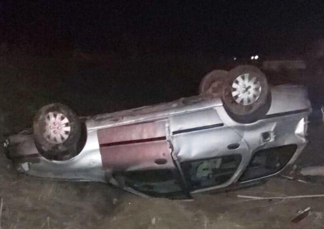 Gümüşhane'de köpeğe çarpmamak için manevra yapan otomobilin devrilmesi sonucu 2 kişi yaralandı.
