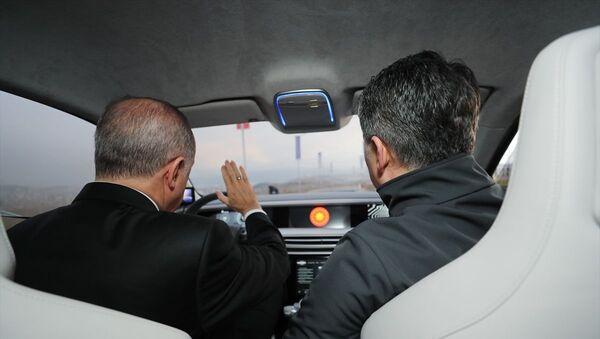 Erdoğan yerli otomobilin sürücü koltuğuna geçti - Sputnik Türkiye