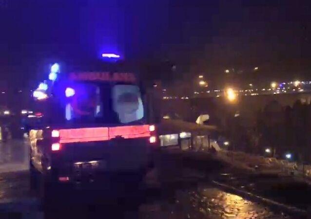 Diyarbakır'da tarihi on gözlü köprüye çıkarak intihar girişiminde bulunan genç kadını kafe işletmecisi bir kişi son anda fark ederek ölümün kıyısından çekerek kurtardı. İsmi öğrenilemeyen genç kadın tedbir amacı ile ambulansla hastaneye kaldırıldı.