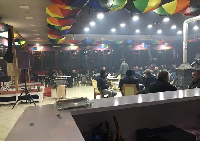 Kırıkkale'nin Yahşihan ilçesinde düğün salonunda kumar oynadıkları tespit edilen 102 kişi ile işletme sahibi 3 şüpheli yakalandı.