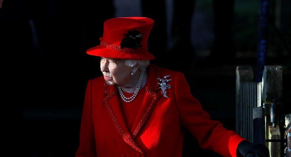 İngiltere'de Onur Listesi yeni yılda ve Kraliçe 2. Elizabeth'in doğum gününde olmak üzere iki kez yayınlanıyor. Listede yer alan kişilere sene içinde düzenlenen törenle nişan takılıyor.